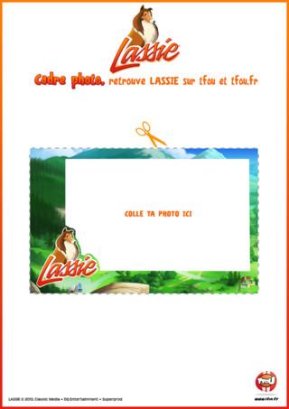 Imprime gratuitement ce cadre photo Lassie à personnaliser et décore ta chambre en y ajoutant une photo. Mets ta photo, celle de tes amis ou de ta famille dans ton super cadre. Découpe et colle aussi des objets autour du cadre. Plein d'autres activités et coloriages de Lassie et sa bande de copains t'attendent sur TFou.fr ! Rejoins vite les aventures de Lassie et sa bande de copains sur TFou et TFou.fr. Imprime vite les activités de Lassie sur TFou.fr