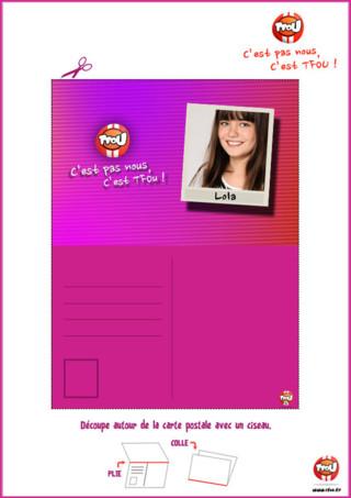 Cadeau : découvre vite la carte postale de Lola de C'est pas nous, c'est TFou. Imprime gratuitement ta carte postale sur TFou.fr. Amuse toi à découper, plier, coller et à ensuite l'offrir à tes proches. Tu pourras gagner plein de TFziz qui te permettront ensuite d'obtenir des badges des piégeurs de ton programme préféré. Collectionne vite tous tes cartes postales de tous tes piégeurs !
