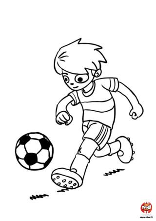 Au foot savoir courir avec une balle aux pieds est essentiel, on appelle cela la conduite de balle. Pour un coloriage ce qui est essentiel c'est de lui ajouter de jolies couleurs. Va sur TFou.fr et imprime gratuitement ce coloriage de foot pour enfants. Un footballeur n'est rien sans de bonnes chaussures de foot ! Tout comme un jeune TFounaute sans ses crayons de couleur ou ses feutres. Alors ? Qu'est-ce que tu attends ? Imprime gratuitement ce coloriage de foot sur TFou.fr et devient le Messi ou Cristiano Ronaldo du coloriage !