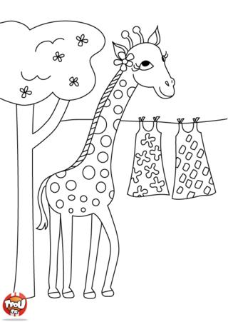 Coloriage: Girafe étend son linge