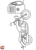 Une moto à la pompe