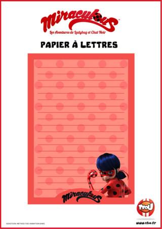 Imprime vite ce beau papier à lettres Miraculous avec ton super-héros préféré Lady Bug! Imprime gratuitement ce joli papier à lettres rose à poids sur TFou ! Tu pourras t'en servir pour écrire des lettres à tes amis ou à ta famille !