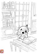 Petit garçon lit son livre