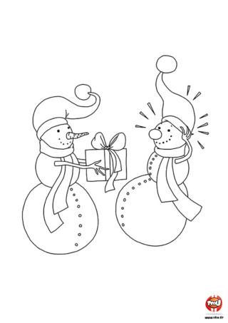 Coloriage : Les bonhommes de neige adorent se faire des cadeaux. Surtout pour Noël, c'est génial ! Imprime vite ce coloriage sur TFou.fr et colorie !